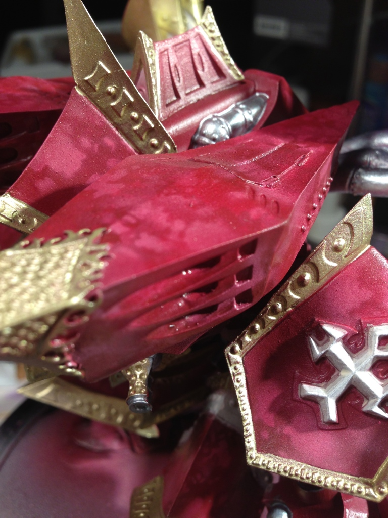 Marbleized red armor.... with a splash of purple/brown.